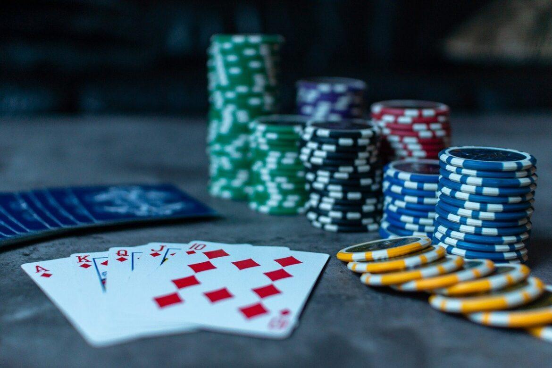 Les 6 principales raisons pour lesquelles vous devez jouer au poker en ligne