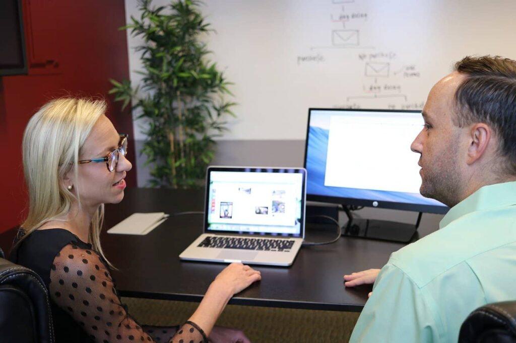 Avoir des rencontres physiques avec les professionnels de l'agence web